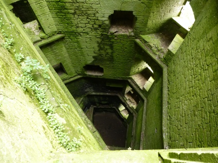 The mossy interior of the donjon of Largoët