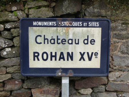 A sign for the château of Rohan