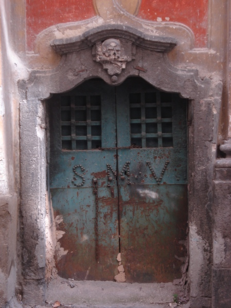 A magical doorway in Naples