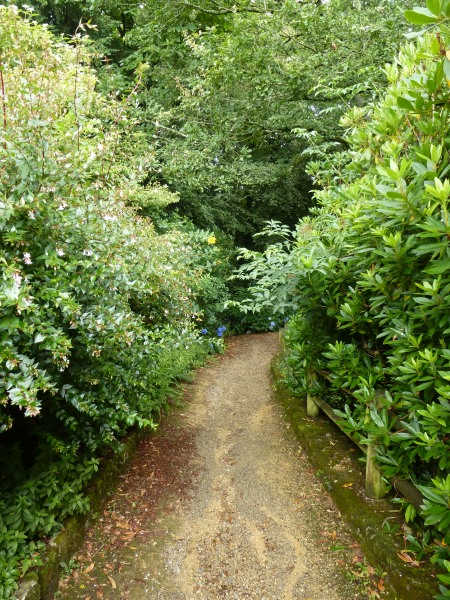 The path down into the ancient quarry of Locuon