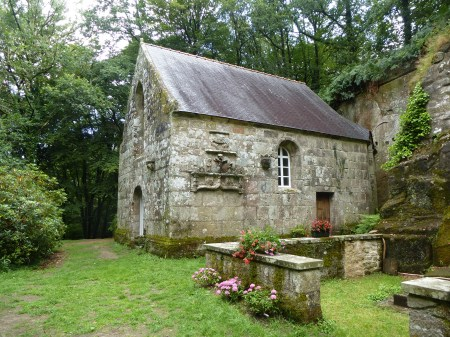 The chapel of Notre-Dame de la Fosse, Locuon